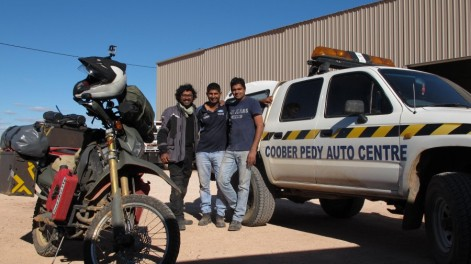 Met fellow Indian, Sunny and his mate at Coober pedy. Was a surprise. they took me in, had lunch..roti and daal ..awesome family and helping! and a good yan!