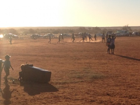 tug of war between two realistic of Finke. local aboriginal kids playing with a bin, while footy carnval in full swing on dirt field, whole a convoy of fully equipped, state of the art 4x4 reaching Finke from all over Australia. Sde by side, they went on well for 3 days!